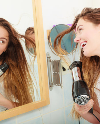 ¿Pierdes mucho cabello? Prueba con Aminexil Clinical 5