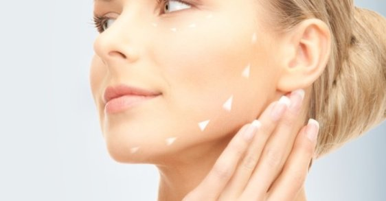 Cuidar la piel de noche: qué hacer y qué no