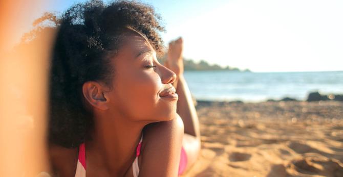 Mito de la piel: ¿el sol ayuda al acné?