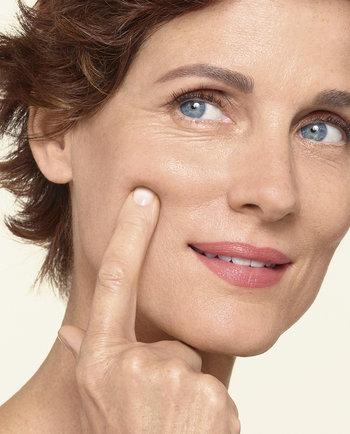 Mes de la Menopausia. Cuidados y tratamientos para sus efectos en la piel.