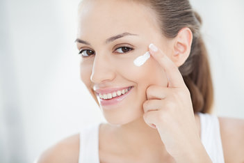 ¿Cómo evitar que se seque la piel del rostro?